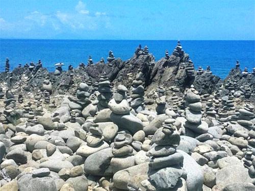 Balancing_Rocks